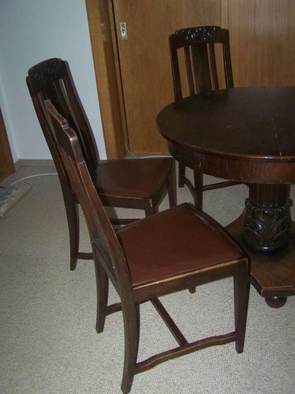 antiker runder tisch und 3 passende st hle. Black Bedroom Furniture Sets. Home Design Ideas