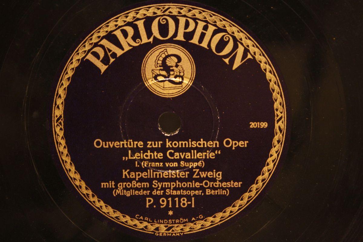 KAPELLMEISTER ZWEIG with Orch.