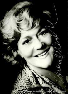 Krapich Photo Berlin Autogrammkarte Leonie Rysanek Opernsängerin Sopran, signiert