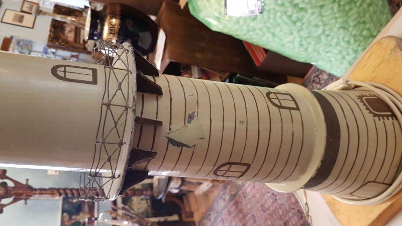 90cm hoher Leuchtturm von Warnemünde Metall mit Licht, das Licht dreht sich wie in wirklichkeit auch, es ist ein EIgenbau aus den 1950 er Jahren und er sieht recht schön aus und er braucht einen neuen Platz wo man ihn gut sieht 2