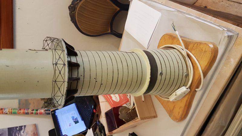 90cm hoher Leuchtturm von Warnemünde Metall mit Licht, das Licht dreht sich wie in wirklichkeit auch, es ist ein EIgenbau aus den 1950 er Jahren und er sieht recht schön aus und er braucht einen neuen Platz wo man ihn gut sieht 4