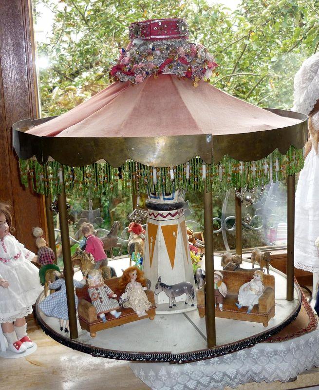 schönes, antikes Karussell, ein Highlight für Ausstellungen, Schaufenster-Dekoration oder einfach für den privaten Gebrauch