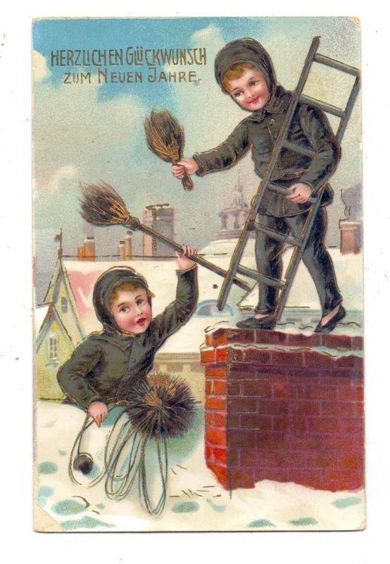 BERUFE - SCHORNSTEINFEGER / CHIMNEY SWEEPER, Zwei Schornsteinfeger auf dem Dach, 1910, Goldprägedruck