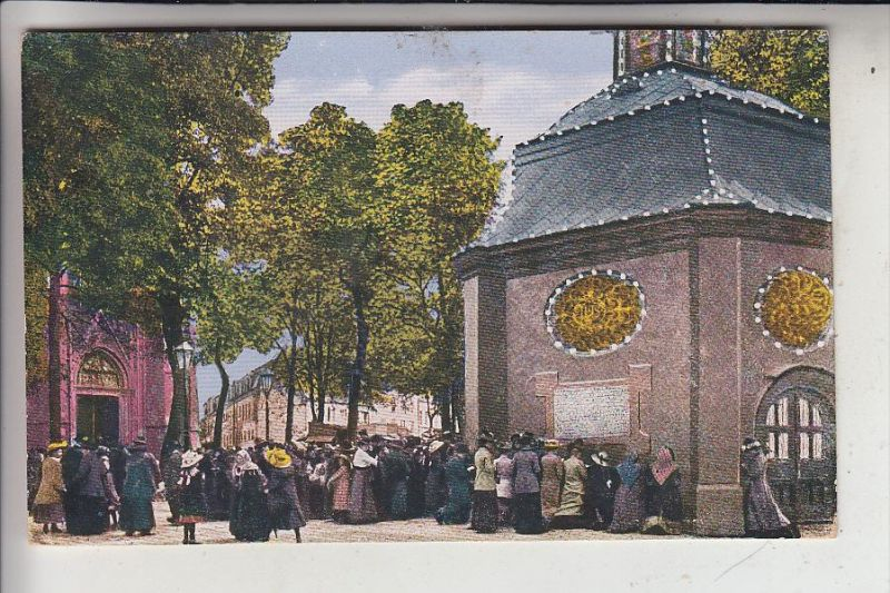 4178 KEVELAER, Betende Pilger vor der Gnadenkirche, 1932