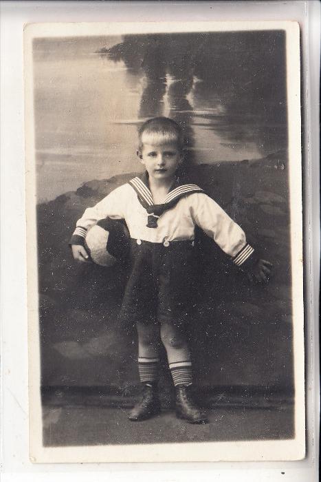 KINDER - Junge, Matrosenanzug, Fussball. Photo-AK