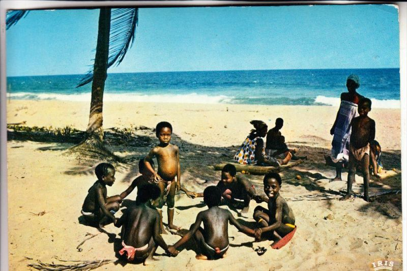 SENEGAL, Children at the beach