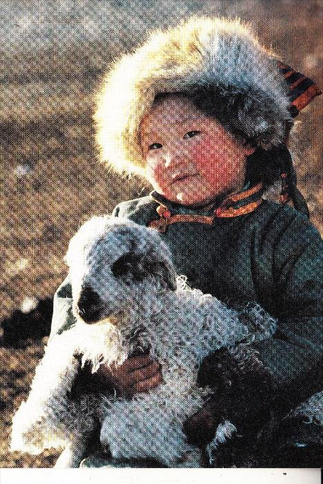 MONGOLIA / MONGOLEI - Hirtenmädchen mit Schaf, Luftschiff