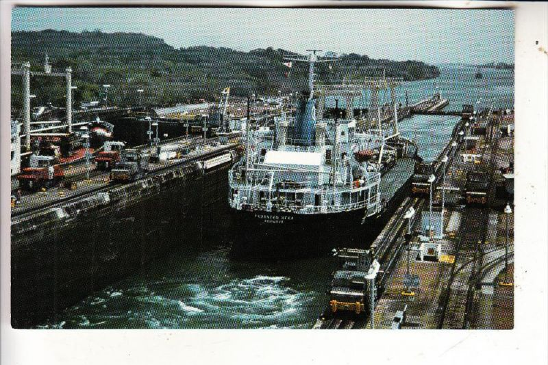 PANAMA - Gatun Locks, Frachter
