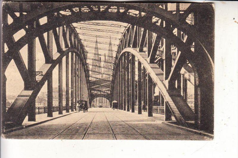 5000 KÖLN, Blick durch die Hohenzollernbrücke, Droschken
