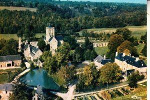 F 50320 LA LUCERNE D'OUTREMER, Abbaye de Lucerne, vue airienne, CIM-Macon