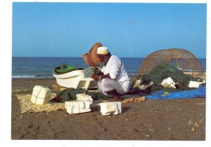 OMAN - Fisherman, Mending nets