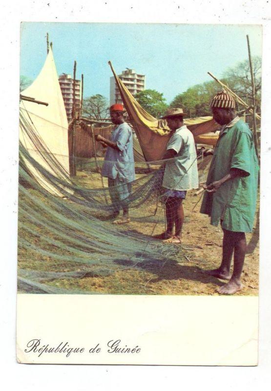 GUINEA - CONAKRY, Remise en etat des filets des Pecheurs de Boulbinet, 1965