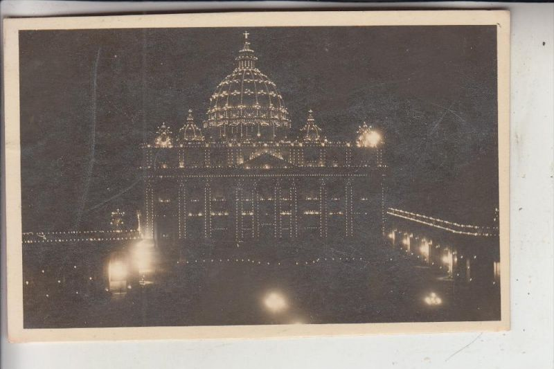 VATICAN, Petersdom bei Nacht
