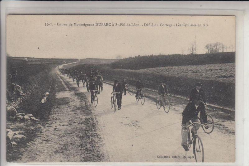 F 29250 SAINT - POL - DE - LEON, Entree de Monseigneur DUPARC, Defile du Cortege, es Cyclistes en tete 0
