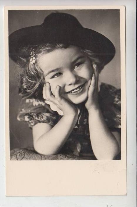 KINDER / Children / Kinderen / Enfants / Bambini / Ninos/ Dzieci - Mädchen mit Hut