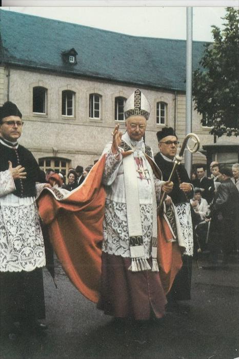 L 6400 ECHTERNACH, Springprozession, Monseigneur l'EVeque de Luxembourg 0
