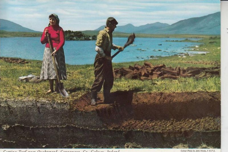 IRL - OUGHTERARD, Connemara, Cutting Turf