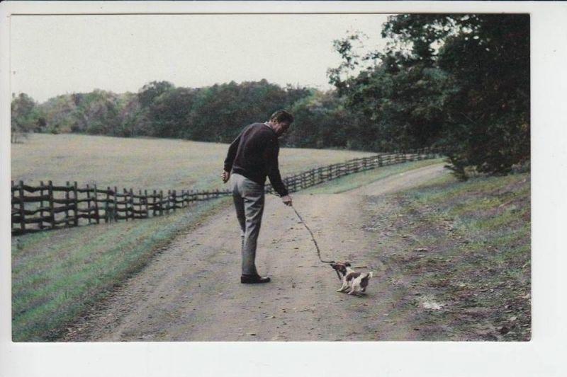 POLITIK - Ronald Reagan mit Hund kurz vor der Wahl 1980