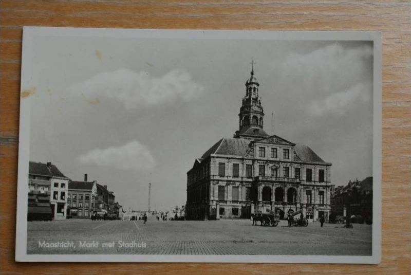 NL - LIMBURG - MAASTRICHT, Markt met Stadhuis 1942