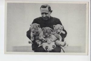 ZIRCUS - CIRCUS, Kapitän Alfred Schneider mit 3 seiner Jüngsten Löwen