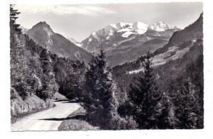 CH 3723 REICHENBACH - KIENTAL BE, Die Strasse nach Kiental mit Golderhorn und Blümlisalpgruppe