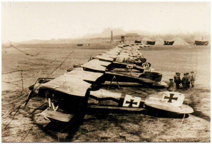 Doppeldecker vom Jagdgeschwader Richthofen des 1. Weltkriegs (Reprint eines alten Fotos als Postkarte)