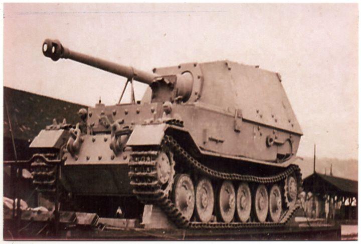 Panzerjäger Ferdinand/Elefant der Wehrmacht auf Eisenbahn-Verladewagen (Reprint eines alten Fotos als Postkarte)