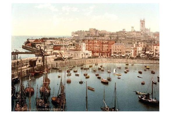 Altes Photochrome-Farbfoto Ansicht von Margate über den Hafen hinweg (Neudruck als Postkarte) 0
