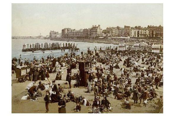 Altes Photochrome-Farbfoto Strandleben in Margate (Neudruck als Postkarte) 0