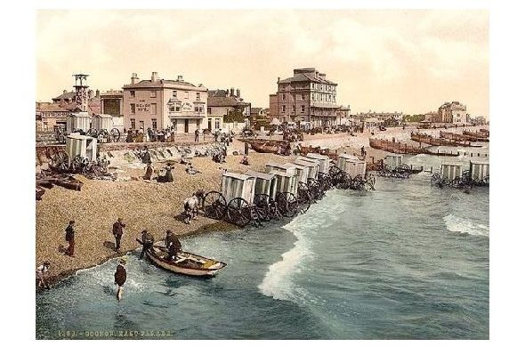 Altes Photochrome-Farbfoto Strand mit Badewagen in Bognor Regis (Neudruck als Postkarte) 0