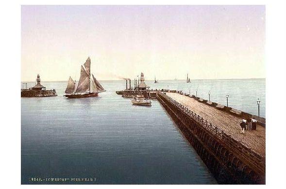Altes Photochrome-Farbfoto Ende der Seebrücke in Lowestoft (Neudruck als Postkarte)