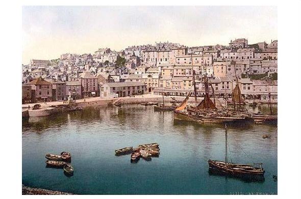 Altes Photochrome-Farbfoto Ansicht von Brixham über den Hafen hinweg (Neudruck als Postkarte)