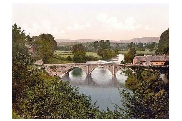 Altes Photochrome-Farbfoto Dinhambrücke in Ludlow (Neudruck als Postkarte)
