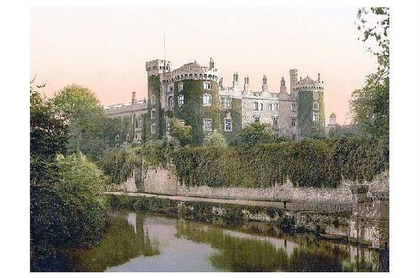 Altes Photochrome-Farbfoto Kilkenny Castle in Irland (Neudruck als Postkarte)