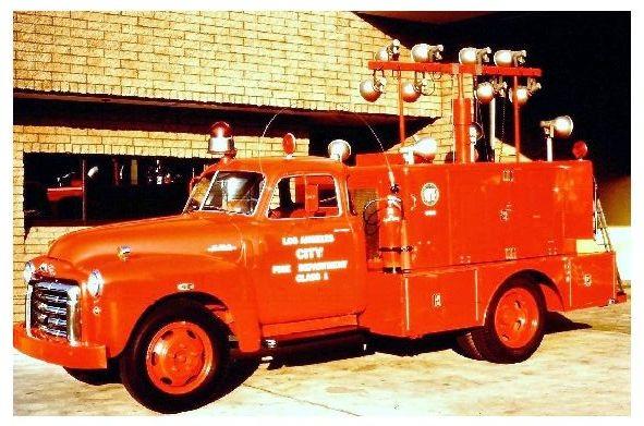 Farbfoto GMC Beleuchtungsfahrzeug der Feuerwehr Los Angeles (Neudruck als Postkarte)