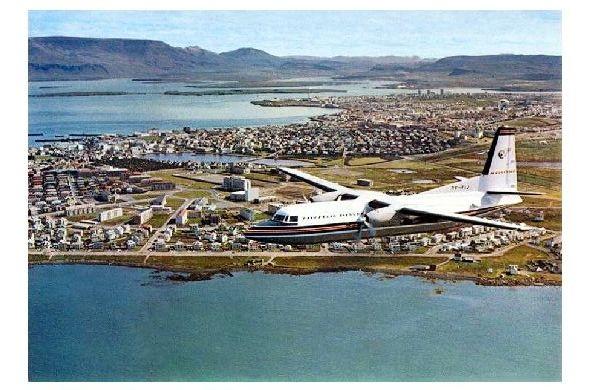 Farbfoto Fokker Friendship über Island (Neudruck als Postkarte)