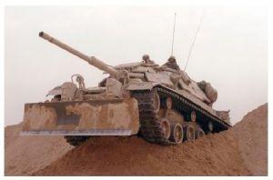 Farbfoto Kampfpanzer M 60 mit Räumschild (Neudruck als Postkarte)