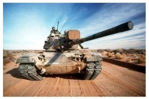 Farbfoto Kampfpanzer M 60 auf einem Weg durch Wüste (Neudruck als Postkarte)