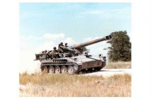 Farbfoto M 110 203 mm Haubitze auf Selbstfahrlafette (Neudruck als Postkarte)