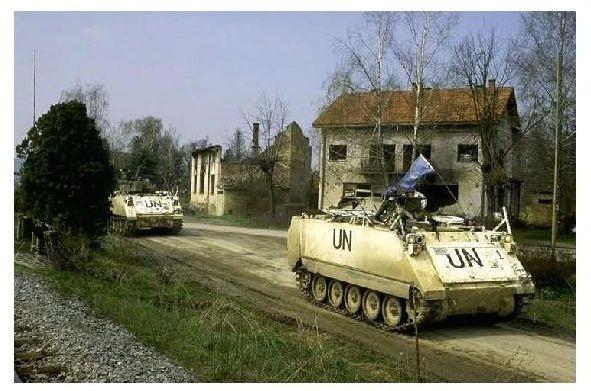 Farbfoto Panzer M 113 der UN-Truppen in Kroatien (Neudruck als Postkarte)