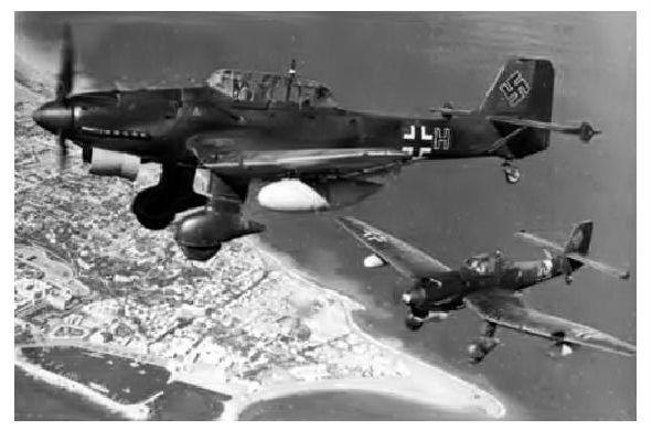 Altes Foto Junkers Ju 87 R 1 desStukageschwaders 3 über Rhodos (Neudruck als Postkarte)
