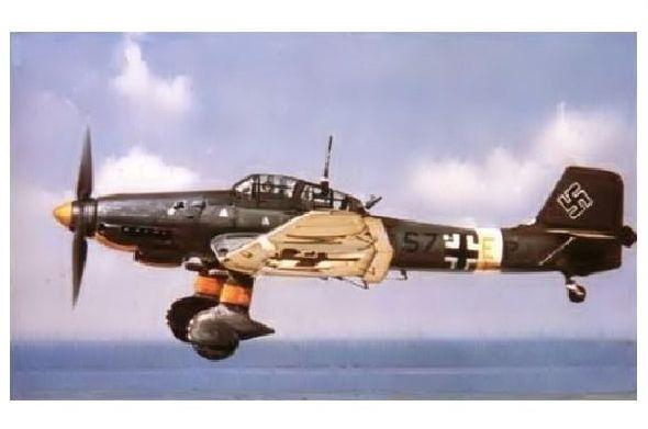 Altes Farbfoto Junkers Ju 87 über dem Meer (Neudruck als Postkarte)