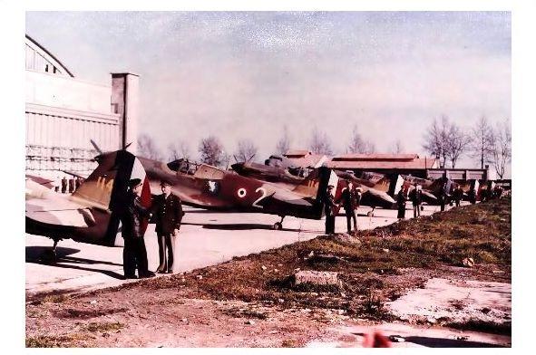 Altes Farbfoto Übergabe von Curtiss P-40 Warhawk an Piloten der Freien franz. Luftwaffe (Neudruck als Postkarte)