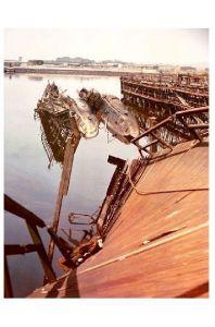 Altes Farbfoto 2. WK U-Boot-Wracks im Hamburger Hafen (Neudruck als Postkarte)