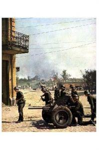 Altes Farbfoto 2. WK Deutsche Soldaten mit PAK-Geschütz (Neudruck als Postkarte)