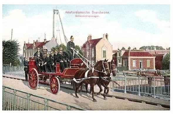 Alte Farbfoto-AK Pferdegespann der Feuerwehr Amsterdam (Neudruck als Postkarte)