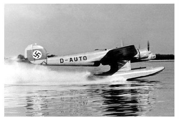 Altes Foto Prototyp Blohm & Voss Ha 140 V! bei Gleitfahrt kurz vor dem abheben (Neudruck als Postkarte)