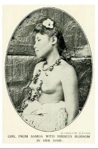Altes Foto Frau von Samoa mit Hibiskusblüte im Haar (Neudruck als Postkarte)