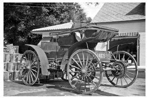 Altes Foto Pferdelose Kutsche an einer Tankstelle bei Lost River in New Hampshire 1936 (Neudruck als Postkarte)