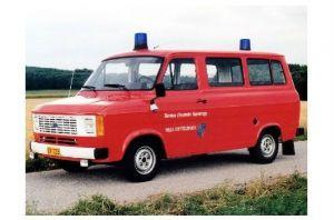 Farbfoto Ford Transit der Feuerwehr Ettelbrück in Luxemburg (Neudruck als Postkarte)